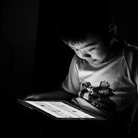 In the darkened room... by Bop Aurelio - Babies & Children Children Candids