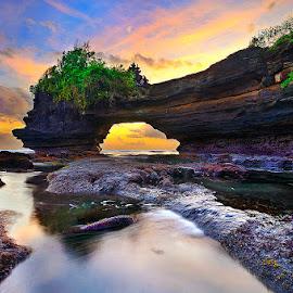 Batu Bolong Temple by Manu Teja - Landscapes Caves & Formations ( bali, indonesia, sunset, seascape, landscape )