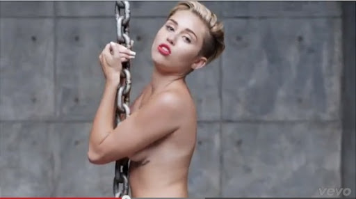 Miley Cyrus forarger igen! miley cyrus, wrecking ball