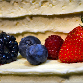 strawberry and blackberry by Nic Scott - Food & Drink Fruits & Vegetables ( blackberry, fruit, strawberry, food )