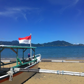 INDONESIA. by Adi Boreel - Landscapes Beaches ( red, flag, blue, white, beach )