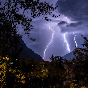 Lake Garda thuderstorm by Luka Milevoj - News & Events Weather & Storms (  )