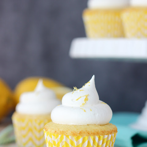 Skinny Lemon Cream Pie Cupcakes
