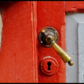 Red handle  by Leidolv Magelssen - Buildings & Architecture Other Exteriors ( handle, red, wood, door, paint )