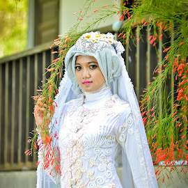Rizka 5 by Agus Mahmuda - Wedding Bride ( fashion, sky, grass, wedding, woman, white, best, beauty, bride )