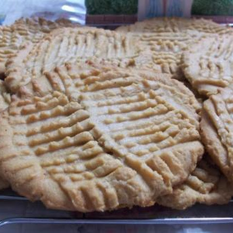 PEGGI'S GIAGANTIC, MELT IN YOUR MOUTH, CRISPY PEANUT BUTTER COOKIES