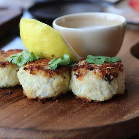 Mini Crab Cakes with Spicy Pepper Sauce