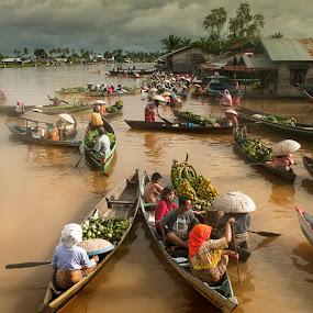 Floating market by Frans Nasution - Transportation Boats ( indonesia, floating, river, borneo )