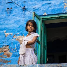 The blue city by Sofia Quintela - Babies & Children Child Portraits ( blue, street, india, people )