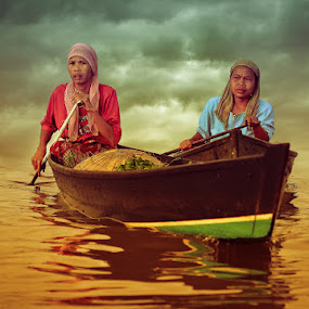 by Sofian Anwar - News & Events World Events ( boat, river )