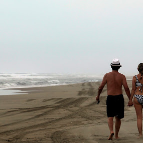 walking at the shore by Cristobal Garciaferro Rubio - People Couples