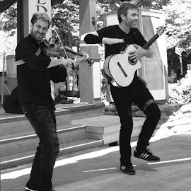 Duo Del Sol band by Al Des Marteau - People Musicians & Entertainers