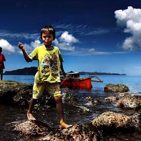 ungke- anak pantai by Irwan Karim - Babies & Children Children Candids ( landscape, beach )