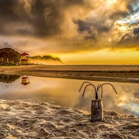 Sunrise in Brava Beach by Rqserra Henrique - Landscapes Sunsets & Sunrises ( water, clouds, brazil, rqserra, sunrise, beach, reflexes )