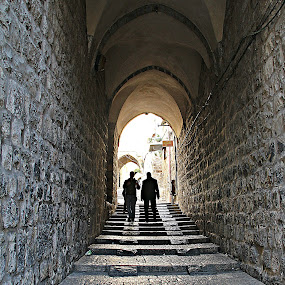 Ao fundo do corredor by Graça Cortez - People Street & Candids (  )