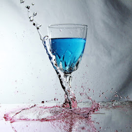 Pouring water onto glass by Peter Salmon - Artistic Objects Glass