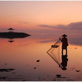 Fisherman by Yande Ardana - Landscapes Sunsets & Sunrises ( bali, beach, sunrise, net, fisherman )