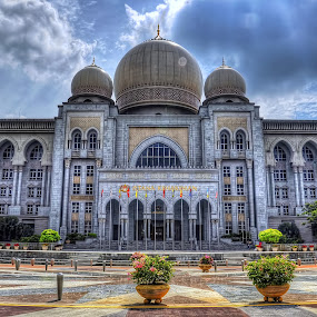 Istana Kehakiman by Zulkifli Yusof - Buildings & Architecture Office Buildings & Hotels