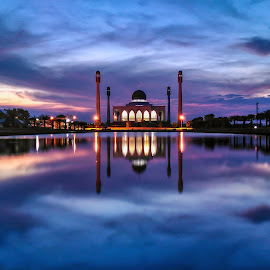 Central Mosque of Songkhla by Roslan Hashim - Instagram & Mobile Android ( mosque, thailand, lake, travel, places, landscape, dusk, landmark, landmarks, sunset, landscape photography, monument, songkhla, travel photography )