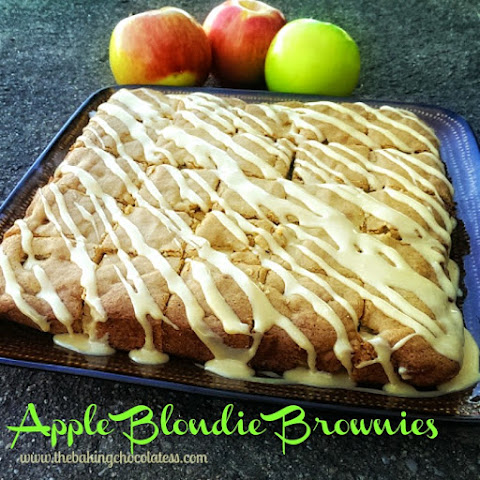 Copycat Applebee Blondie Brownies {Maple Cream Cheese Sauce}