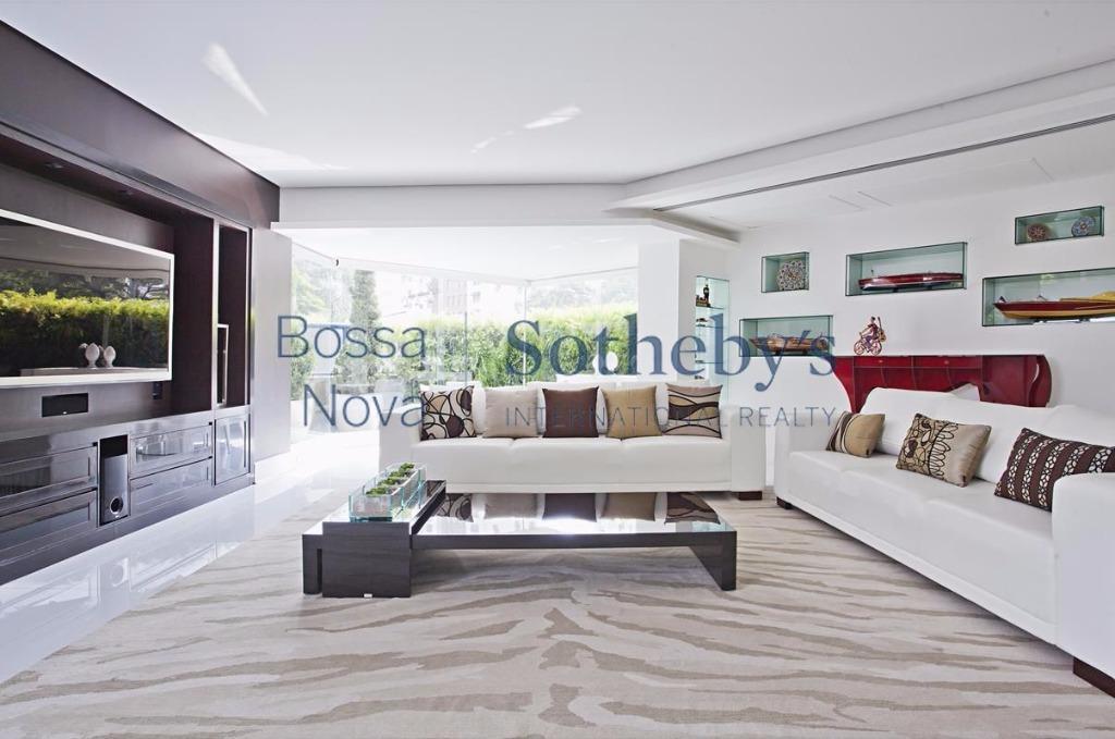 Duplex luxuoso com varandas