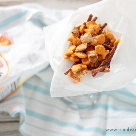 Cheesy Garlic Snack Mix