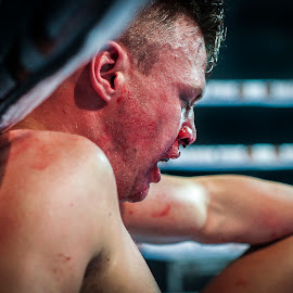 Defeated by Kim Johnson - Sports & Fitness Boxing ( punch, hit, sport, combat, boxing, blood )