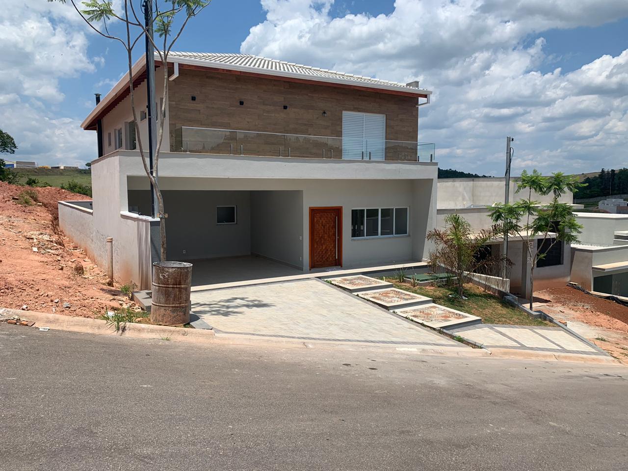 Casa com 3 quartos à venda, 280 m² por R$ 999.000