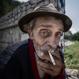 Cigarette break by Liviu Suciu - People Portraits of Men