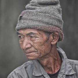 A face from the cloud by Fuad Arief - People Portraits of Men ( visit indonesia, portrait photography, human interest photography, indonesia tourism, indonesia, east java, tourism, bromo, argosari )