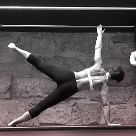 Star by Janete Ribeiro - Instagram & Mobile iPhone ( matwork, black and white, star, exercise, pilates )