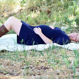 Jillian by Kari McClure Webb - People Maternity ( mom to be, maternity, waiting, pregnancy, outdoor, baby, smile,  )