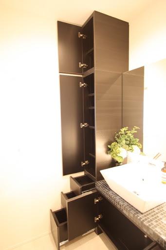 2階:天井高ある収納スペース