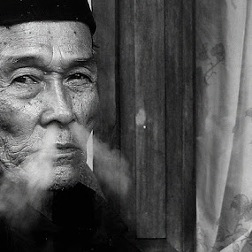 heavy smoker by Bob  Matkodak - People Portraits of Men (  )