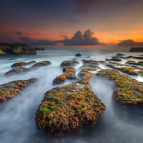 The Beauty of Mengening Beach by Manu Teja - Landscapes Waterscapes ( bali, sunset, seascape, landscape )