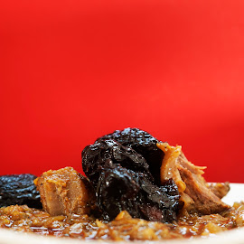 Meat with dried plum by Soufiane Hasnaoui - Food & Drink Cooking & Baking ( meat, morocco, dried plum, plum )