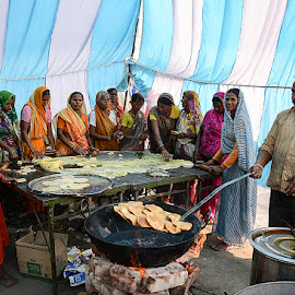Community Kitchen by Rakesh Syal - People Street & Candids (  )