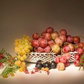grapes by Enver Karanfil - Food & Drink Fruits & Vegetables ( basket, fresh fruit, üzüm, fresh, taze, grapes,  )