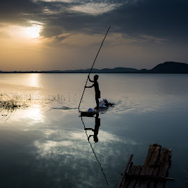 The sailor by Karthikeyan Chinnathamby - People Professional People ( water, canon, reflection, canon5d, chinnathamby, lake, boat, sun, chennai, portrait, kolvai, fishermen, sailing, chinna, cloud, karthikeyan, boalt, sunrise )