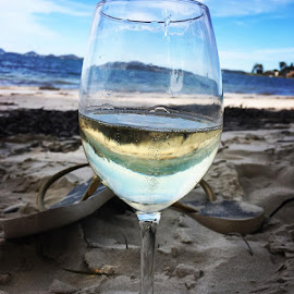 Sat on the beach with #mum and the hubster #goodtimes #teamjames #mother #wine #beach #glass #thongs #flipflops #ocean #makingmemories #sand #tempustwo #prosecco #ipanema #bluesky #soldierspoint by Polly James - Instagram & Mobile iPhone