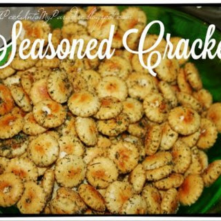 Simple, Quick and Addictive Seasoned Crackers