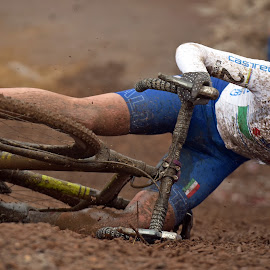 Bad Luck ! by Marco Bertamé - Sports & Fitness Cycling ( 2017, italian, eva lechner, cyclo-cross, white, 24, number, championships, bicycle, bad luck, luxembourg, uphill, shit happens, flag, mud, blue, woman, uci, lady, brown, italy, world, bieles,  )