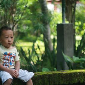 sitting waiting by Putu Purnawan - Babies & Children Children Candids ( waiting )