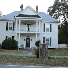 Historical Homes by David Jarrard - Buildings & Architecture Homes ( historical old town, 2 story, white homes, georgia, homes )
