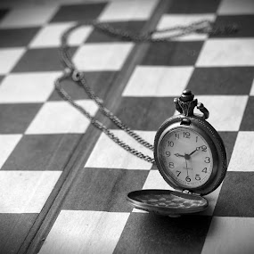 Time - king... by Zenonas Meškauskas - Black & White Objects & Still Life ( time, figure, watch, chess, king )