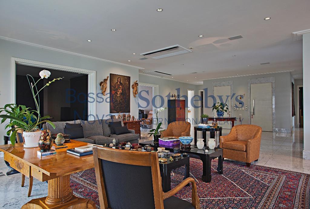 Sofisticado apartamento com vista incomparável.
