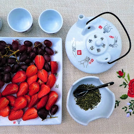 Fruits with tea ceremony by Svetlana Saenkova - Food & Drink Fruits & Vegetables ( fruits, green tea, strawberry, tea ceremony, three cups )