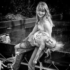Счастье есть! by Sergey Kuznetsov - Black & White Portraits & People ( дети )