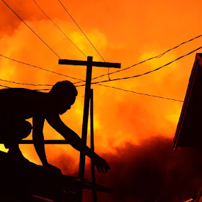 terjebak lautan api by Ary Baban - People Street & Candids