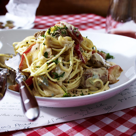 Spaghetti with Lamb and Roquefort Sauce